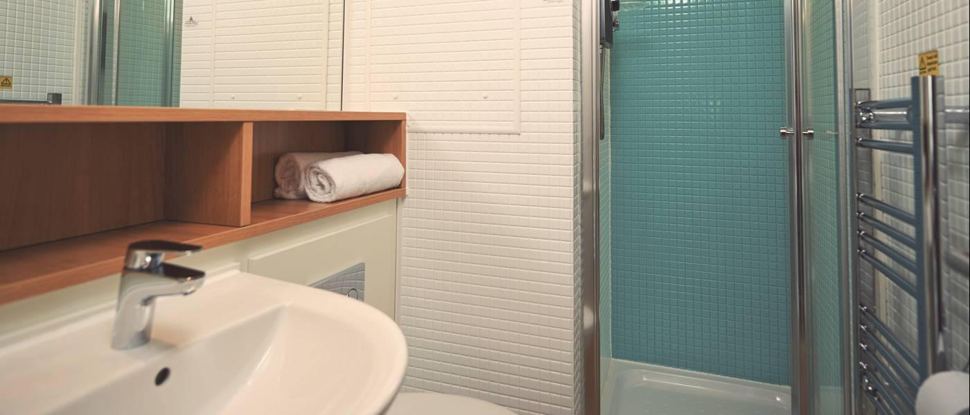 14922 Seaside Apartment BG Bathroom.jpg