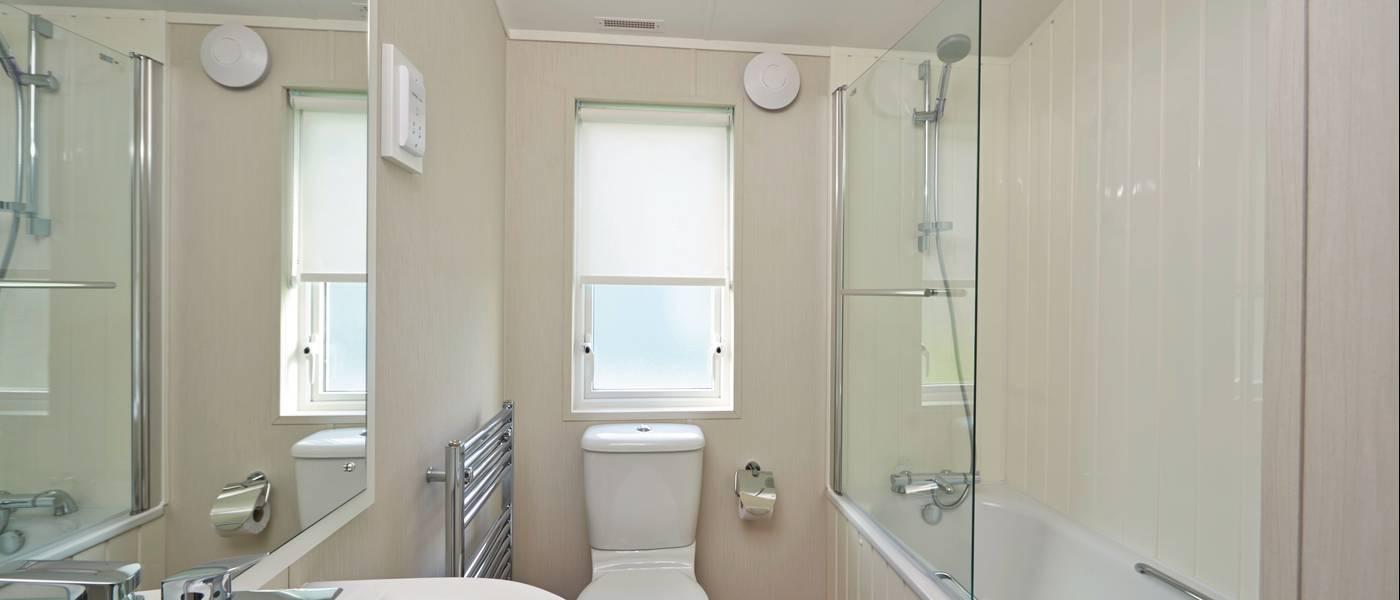 15669 Seaside Lodge MH Bathroom.jpg