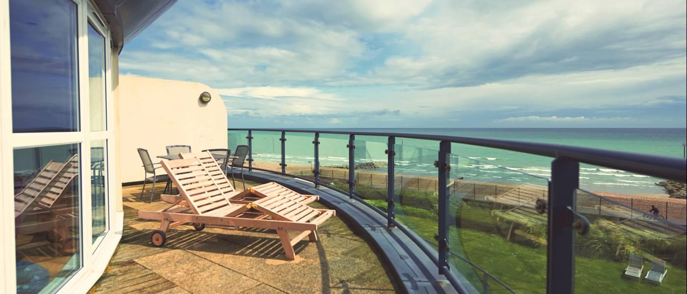 14896 Shoreline BG Nelson Stateroom Balcony.jpg