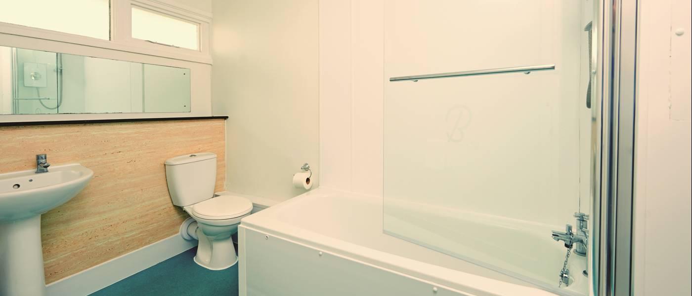 14904 Standard Apartment BG Bathroom.jpg