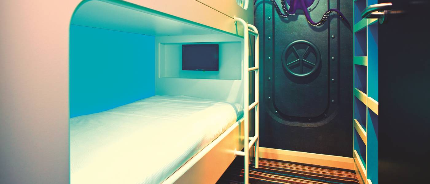 15950 Wave Hotel Bunks.jpg