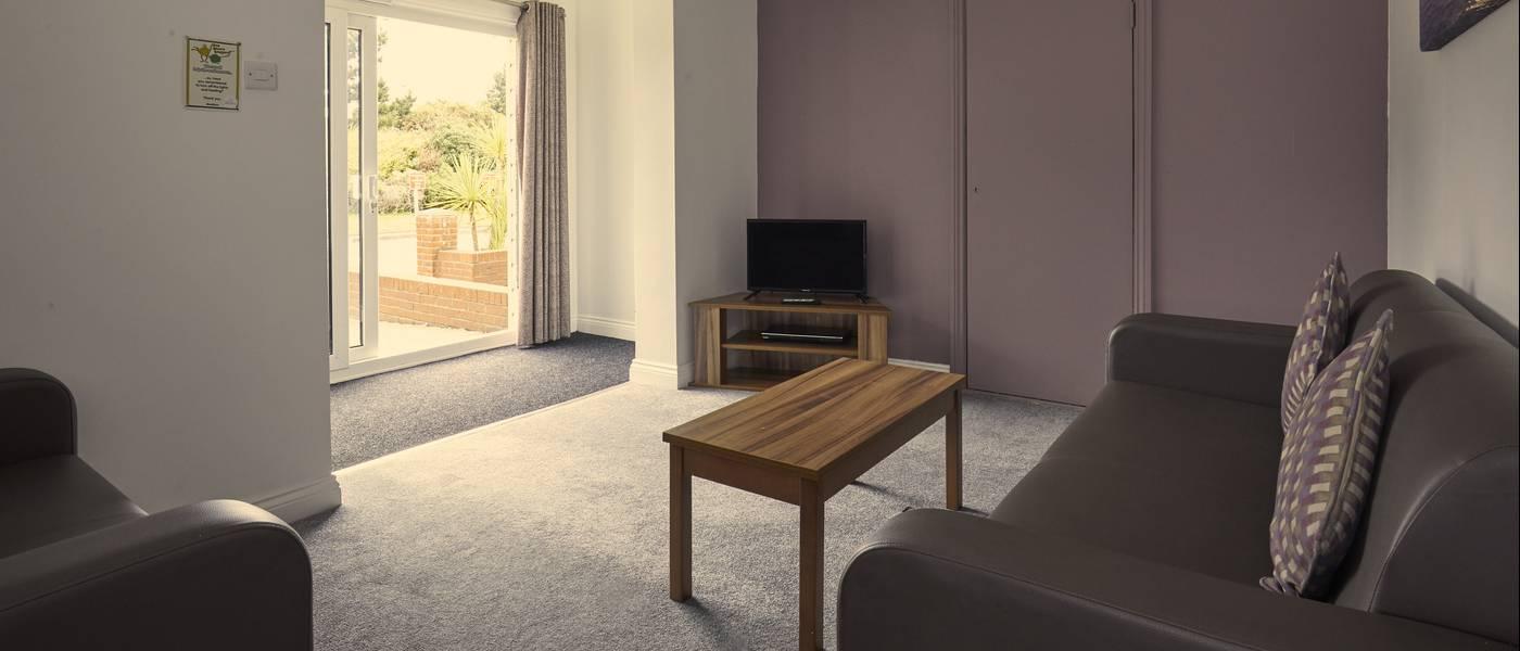 {16077} Bognor Regis deluxe suite lounge.jpg