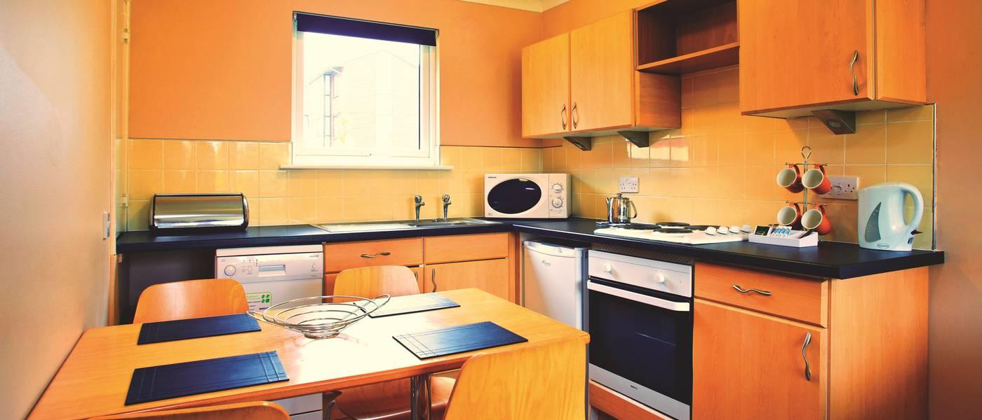 {11357} Bognor Regis gold apartment kitchen.jpg