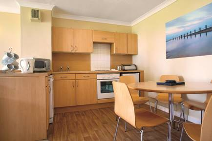 {11826} Skegness gold apartment kitchen.jpg