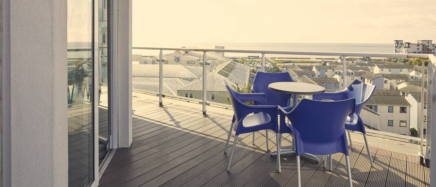 {16080} Bognor Regis Wave hotel Reef apartment balcony.jpg