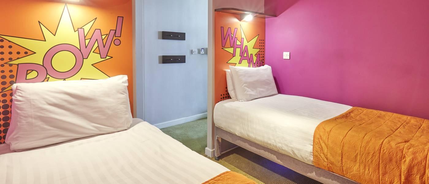 {15960} Ocean Hotel Bognor Regis twin bedroom.jpg