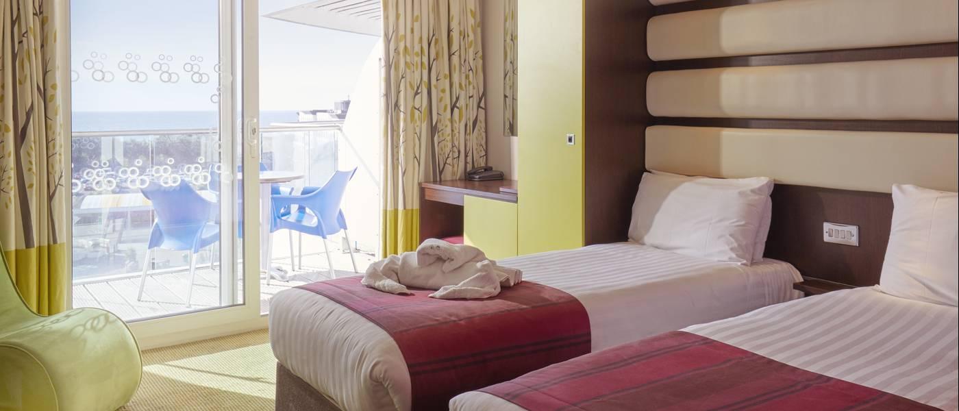 {15961} Ocean Hotel Bognor Regis twin room.jpg