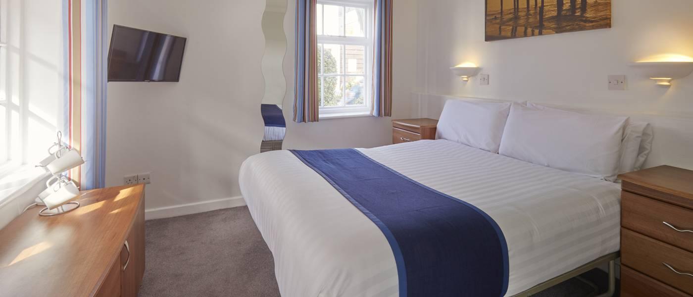 {15968} Silver Rooms Bognor Regis double bedroom.jpg