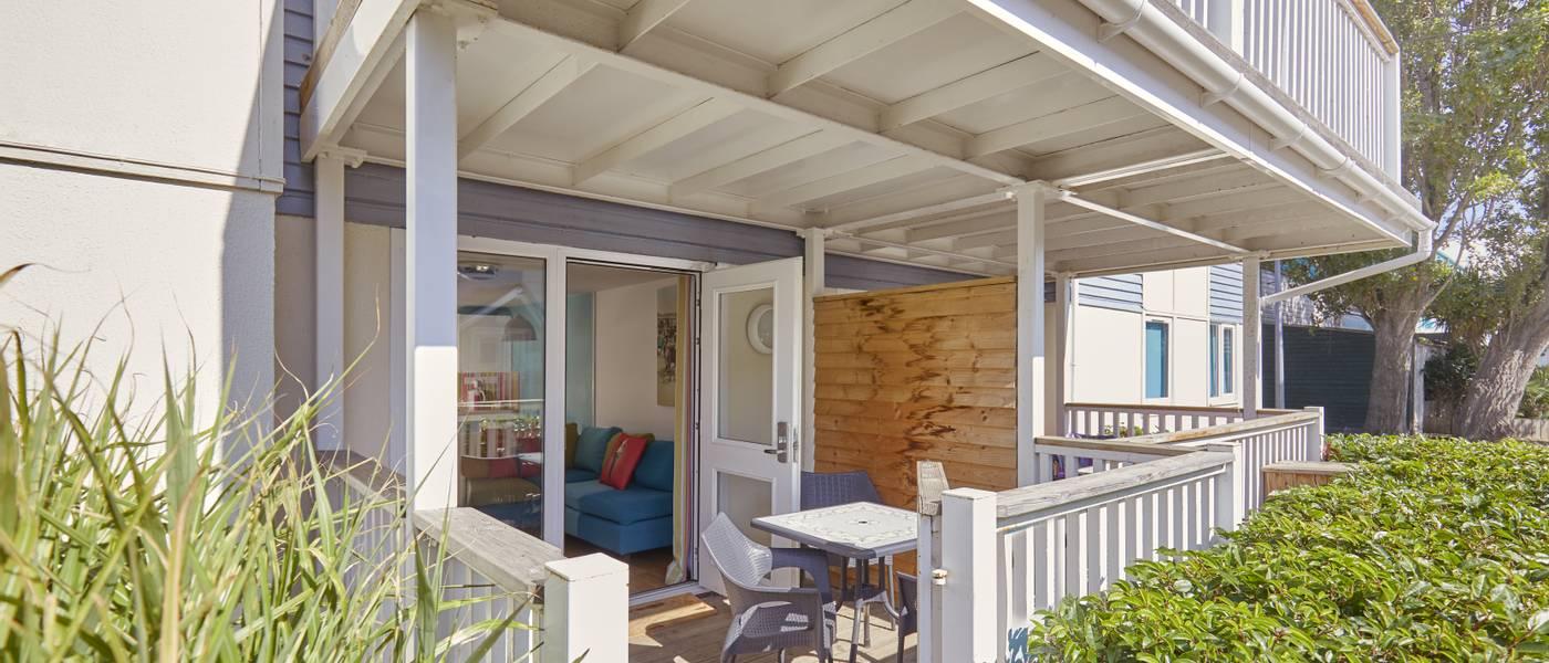 {15976} Seaside Apartments Minehead balcony.jpg