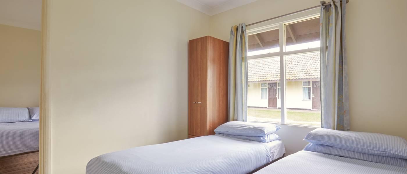 {16004} Standard rooms Minehead twin bedroom.jpg