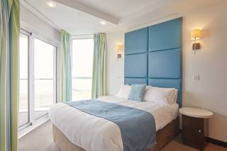 {16008} Bayside Apartments Minehead double bedroom with sea view.jpg