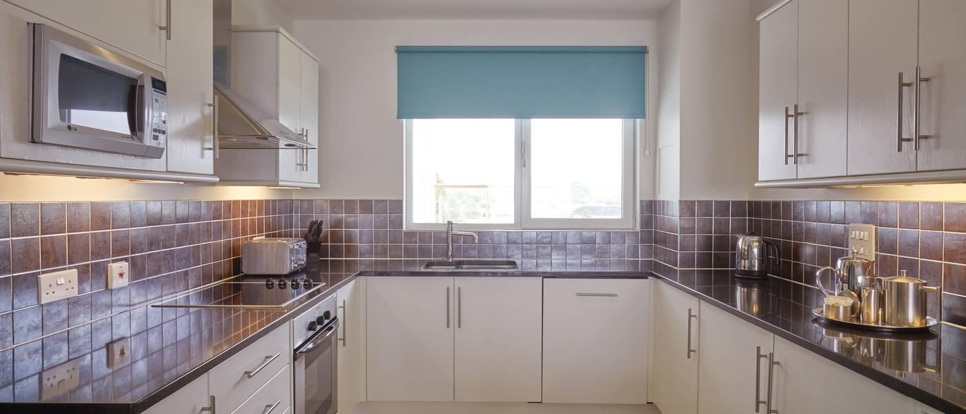 {16012} Bayside Apartment Minehead kitchen.jpg