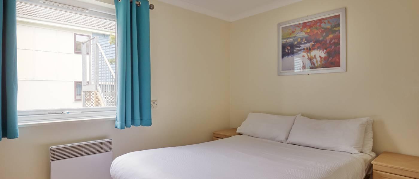 {16023} Skegness standard apartment double bedroom.jpg