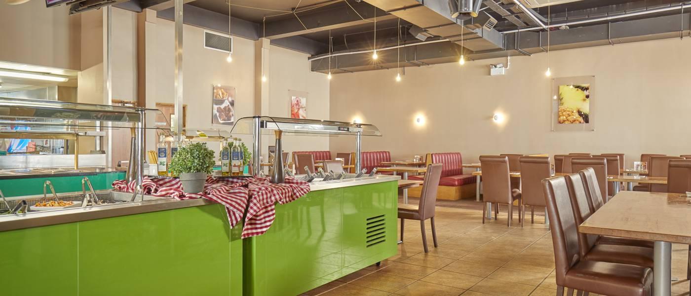 {16052} Papa Johns restaurant Bognor Regis interior.jpg