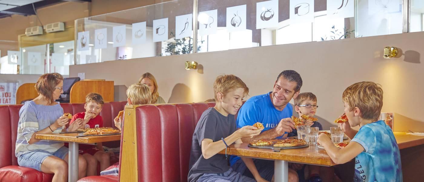{16053} Papa Johns pizza restaurant Bognor Regis family dining.jpg