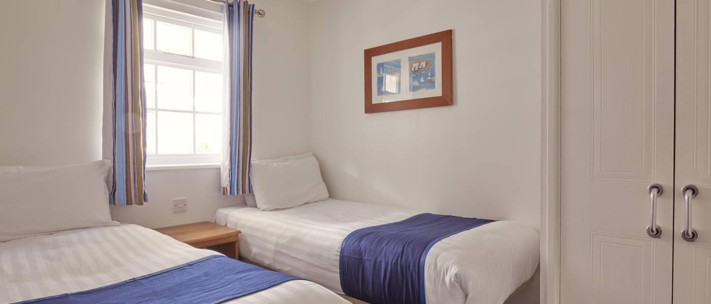 {16068} Minehead Silver suites twin bedroom.jpg