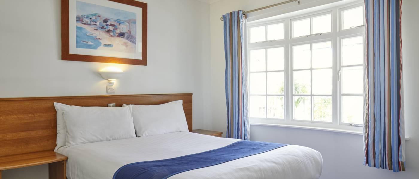 {16069} Minehead Silver suites double bedroom.jpg