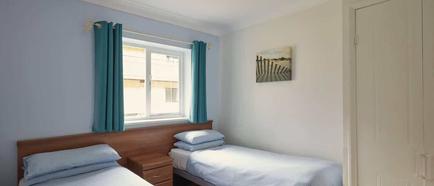 {16085} Minehead standard apartment twin bedroom.jpg