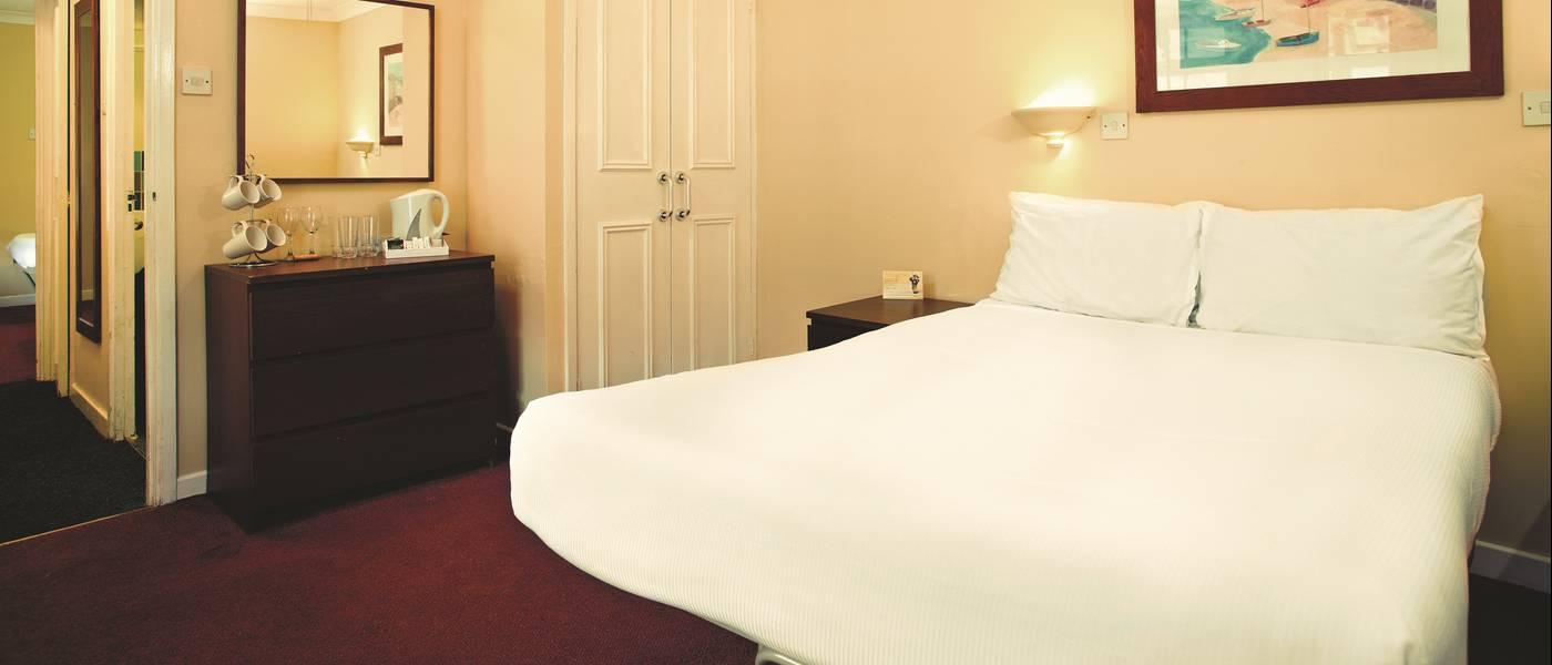 11368 Silver Room BG Double Bed.jpg