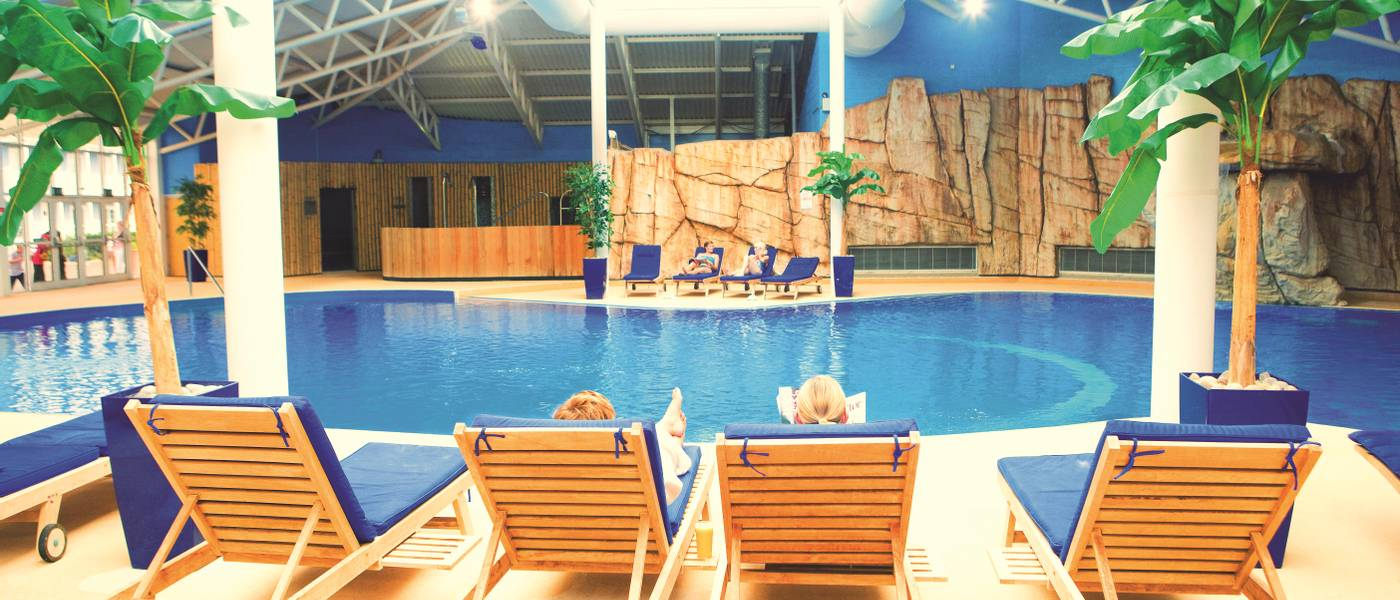 11477 The Spa Skegness pool loungers.jpg