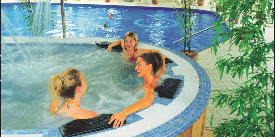 11482 The Spa Skegness hot tub.jpg