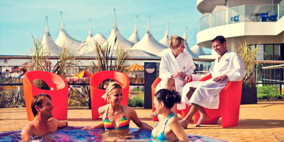 11402 Ocean Spa Bognor Regis outdoor hot tub.jpg