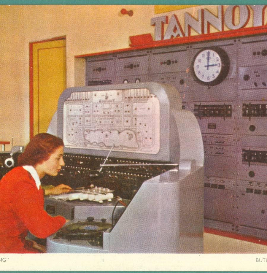General - Radio Butiln calling (B_6_1_1_10_1).jpg