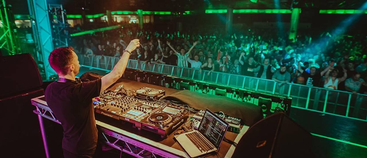 Butlins-Live-Music-Weekends-Cream-DJ-set-crowds-1.jpg