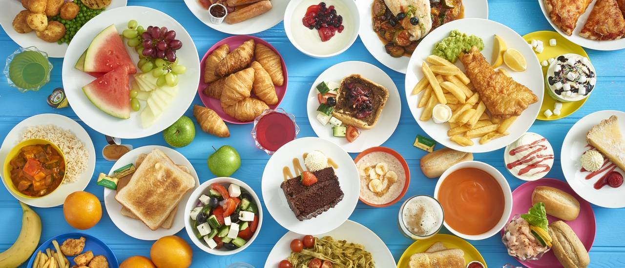 Butlins-dining-plans-buffet-variety.jpg