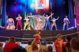 Butlins-Skyline-Gang-on-stage.jpg
