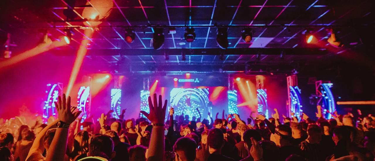 Butlins-Live-Music-Weekends-crowd (1).jpg