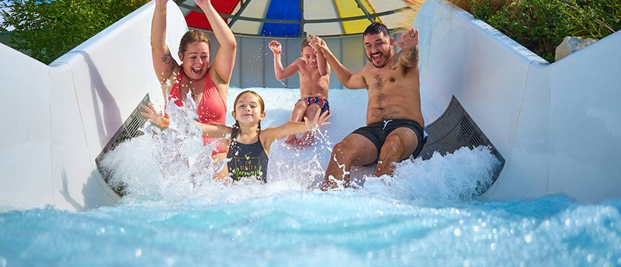 Butlins-pool-outdoor-family.jpg