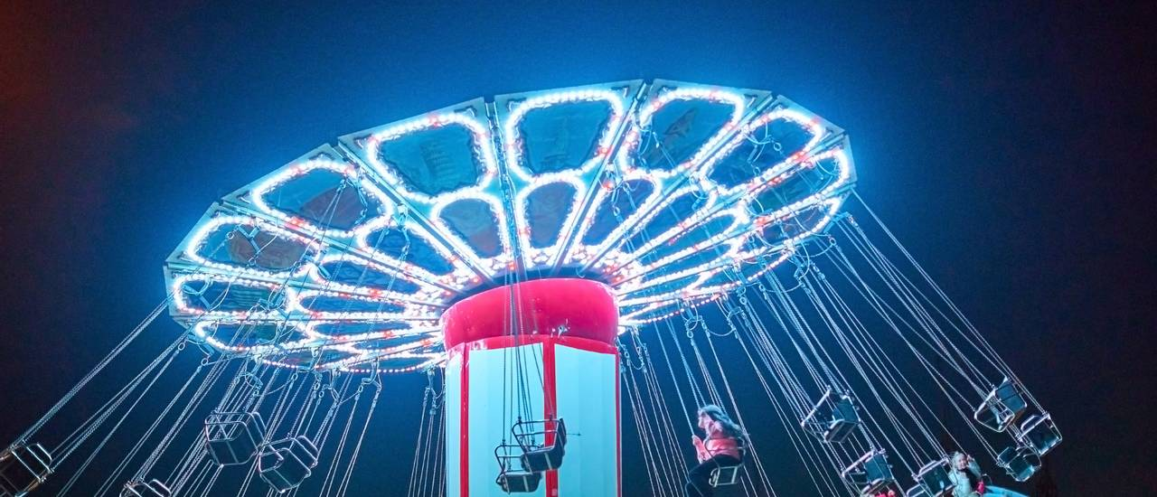 Butlins-late-night-fairground.jpg